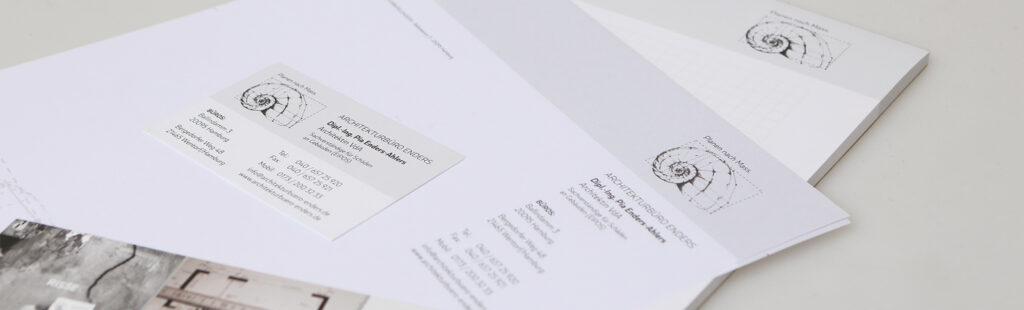 Logo-Relaunch, Gestaltung und Produktion von Briefbögen, Schreibblöcken, Visitenkarten, einem Flyer, sowie Kleberollen und einem sog. Rissbreitenmesser für das Architekturbüro Enders durch Kähler & Kähler